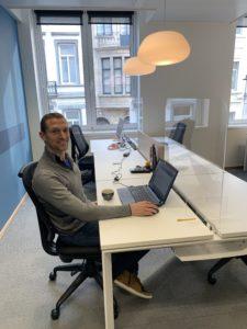 Nos coworkers sont de retour dans nos espaces de bureaux partagés grâce à l'installation des plexiglass.